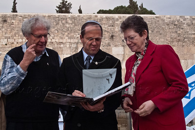 Jerusalem Mayor Mr. Nir Barkat (C) and Deputy Mayor Ms. Naomi Tsur (R) receive a book on ornithology from Dr. Yossi Leshem (L), of the Tel-Aviv University and Society for the Protection of Nature. Jerusalem, Israel. 12-Mar-2012.